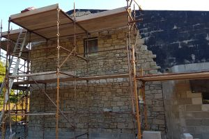 Outside, the stonework on the north wall has reached roof height. The warm tones of the sandstone are starting to soften the look of the exterior.