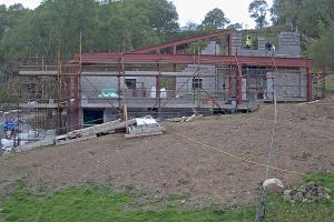 As the eastern walls are built up, the slope on the steelwork begins to make sense
